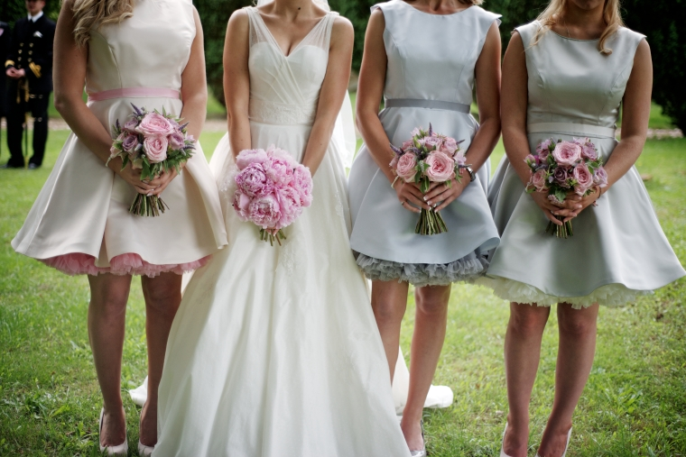 I completely love the bridesmaid's dresses...and I mean completely love!